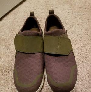 Sz 8 womens Teva tennis shoes